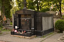Tomb of Riedl family (02).jpg