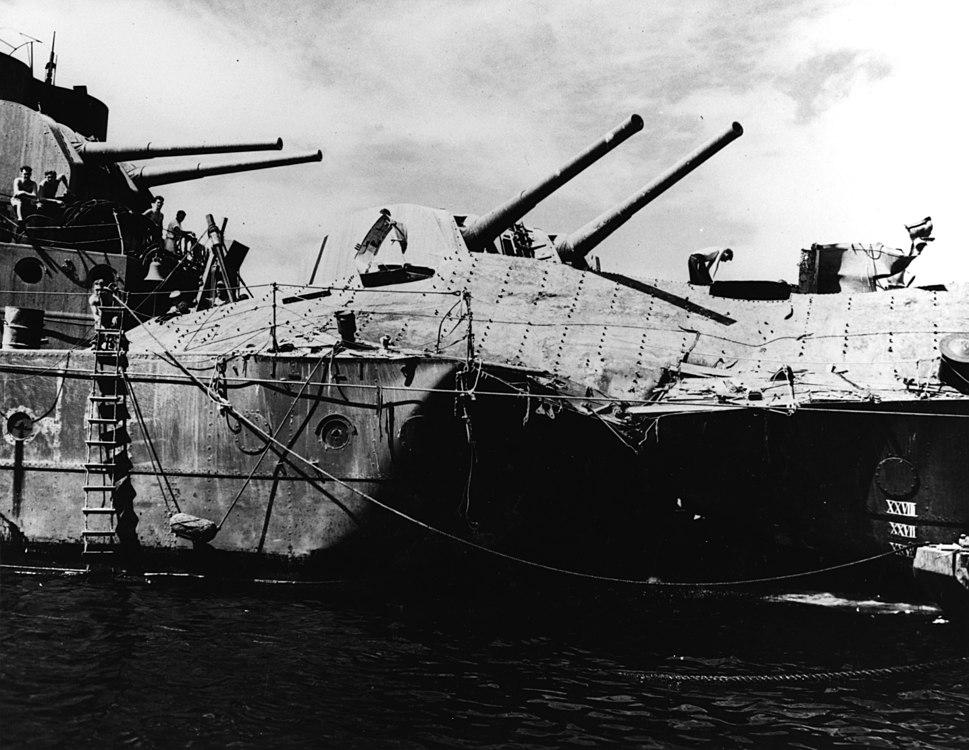 Torpedo damage of HMAS Hobart (D63) at Espiritu Santo on 23 July 1943