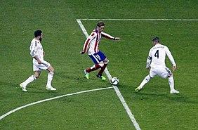 Fernando Torres em execução ao gol. 9b0fb60d6c98f