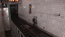 Файл:Track bracket emergency brake subway moscow polezhaevskaya track two.webm