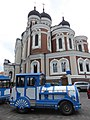 Trackless train at Aleksander Nevski katedraal.jpg