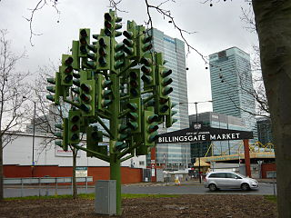 <i>Traffic Light Tree</i> sculpture by Pierre Vivant