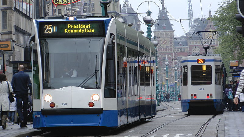 Tram25 Damrak 2011.JPG
