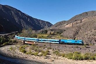 Tren a las Nubes - Image: Tren a las nubes crossing bridge