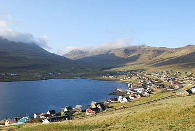 Trongisvagsfjordur and the villages of Tvoroyri and Trongisvagur. Tvoroyri is to the left, Trongisvagur is a bit further to the right and at the bottom of the fjord. Trongisvagur.10.jpg