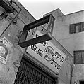 Uithangbord van Staub's Sausage (Staubs Worsten). Israël, Jeruzalem. 1 januari 1948.jpg