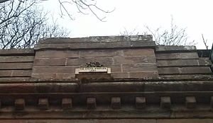"Union Bridge (Tweed) - Detail of the bridge, with a rose and thistle entwined and the motto Vis Unita Fortior (Latin: ""United, Strength is Yet Stronger"")"