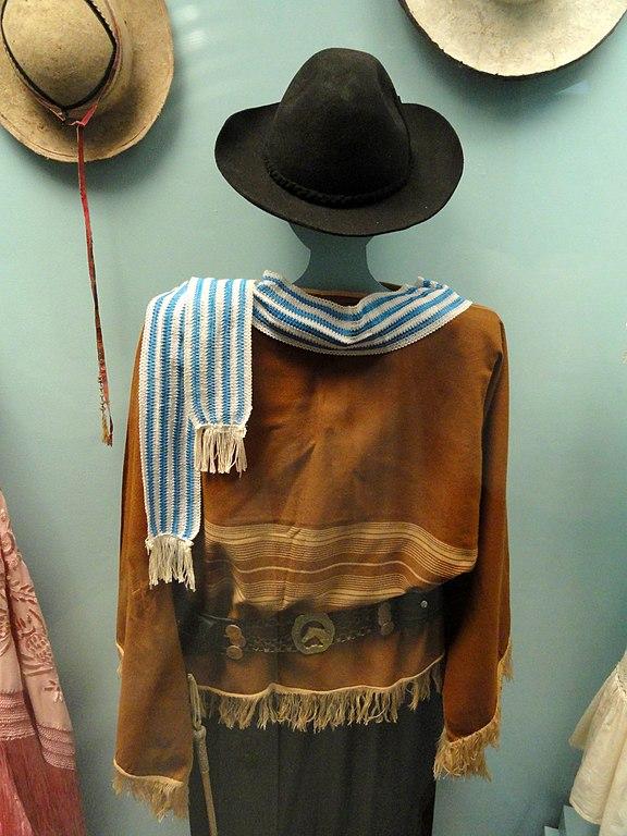 576px-Uruguay%2C_gaucho_costume_-_Museo_