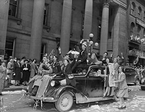 History of Ontario - Celebrating V-E Day in Ottawa in 1945.