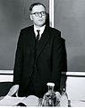Valtionarkisto 1972. Tri Arthur David Baynes-Cope British museumista esitelmöi konservointitoiminnasta Englannissa konservointipäivillä 24.-25.4.1972. Kansallisarkisto.jpg