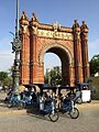 Varios Pedicabs take the pose for a picture in front of the Arc de Triumph of Barcelona.jpg