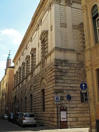 Gibbs surround - Image: Vicenza 51 (8187090475)
