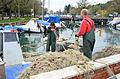 Villaggio del Pescatore Fischer-Arbeit mit dem Netz 02112013 082.jpg