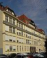 Volksschule Märzstraße 178-180.jpg