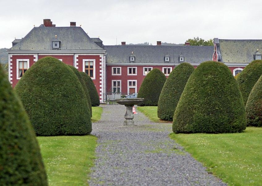 Pavillons d'angle des jardins, chapelle, communs, ferme domaniale et murs de clôture et ferroneries du château d'Aigremont