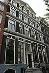 foto van Huis achter gezamenlijke pilastergevel met het nr
