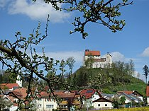 Waldburg - Über der Stadt- die mittelalterliche Burg.JPG
