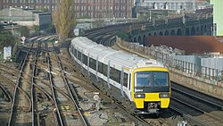Wandsworth Road railway station MMB 07 465913.jpg