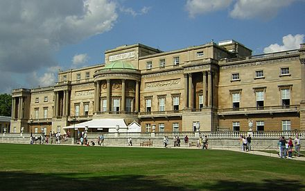 The west facade of Buckingham Palace, faced in Bath stone, seen from the palace garden West facade of Buckingham Palace.JPG