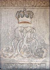 """Gekröntes kursives Monogramm Ernst August I. """"EAR""""(Ernst August Rex) (Quelle: Wikimedia)"""