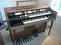 Wurlitzer 4100 BW Electronic Spinet Organ (1959-1963).jpg