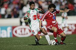 Deux joueurs des clubs rivaux