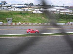 No Brasil, ao se comprar um Ferrari você ganha o direito de dar uma volta em Interlagos antes do Grande Prêmio de Fórmula 1. Isso incentiva a compra de um dos carros mais cobiçados do mundo, a Ferrari.