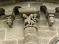 Ydes-Bourg, modillons, église St-Georges 02.jpg