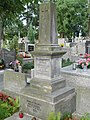 Zabytkowe groby na cmentarzu w Jazgarzewie k. Piaseczna (25).jpg