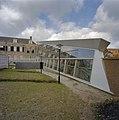 Zicht op de nieuwbouw en op gedeelte achtergevel van de oudbouw, gezien vanuit de tuin - Middelburg - 20374455 - RCE.jpg