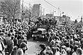 (Her) Intocht van Canadezen die Amsterdam bevrijdden op de Vrijheidslaan, Bestanddeelnr 930-8145.jpg