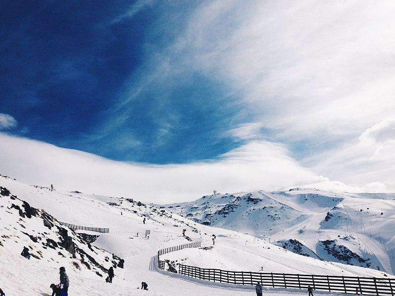 File:Área de esquiar en el Parque Natural de Sierra Nevada.JPG
