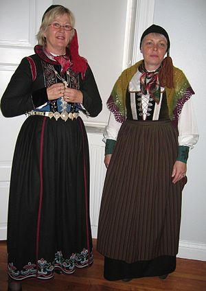 Icelandic national costume - Icelandic women in the 18th century faldbúningur with tail-caps. The one to the right omits the jacket and is thus wearing a upphlutur.
