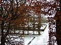 Český Krumlov, zimní pohled do zámecké zahrady.jpg