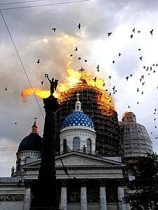 Пожар Троице-Измайловского собора, СПб, 24.08.2006 - ангелы.jpg