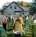 Сербский архиерей с мощами святого Сергия.jpg