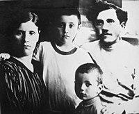 משפחת ישראל גלעדי.jpg