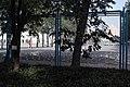 篮球场上放着为参加国庆阅兵式学生准备的饮料 - panoramio.jpg