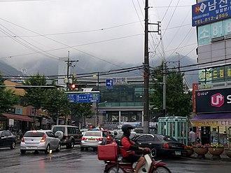 Gyeongsan - Image: 역전 사거리에서 바라 본 경산역