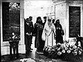 01928 Miron Christea Patriarch und Ministerpräsident Rumänien, am Grab des unbekannten Soldaten in Warschau 22 5 1928.jpg