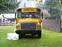 03schoolbusvoor.jpg
