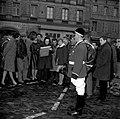 06.03.65 Renée Aspe à la Foire aux sauvagines Place Dupuy (1965) - 53Fi765.jpg