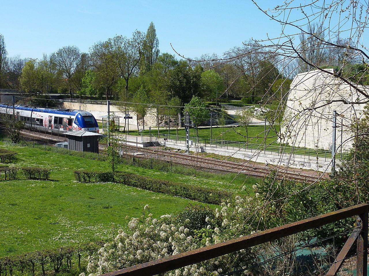 file 081 gare porte dauphine la rochelle jpg wikimedia commons