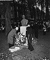 100 jaar KIM Den Helder , onthulling standbeeld Karel Doorman en opmars oudste r, Bestanddeelnr 906-7832.jpg