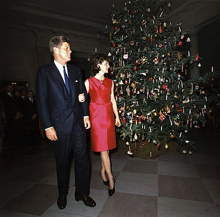 The official White House Christmas tree for 1962, displayed in the Entrance Hall and presented by John F. Kennedy and his wife Jackie. 1962 Entrance Hall (Official White House) Christmas tree - Jack and Jacqueline Kennedy.jpg
