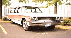 1968 Chrysler Town & Country.jpg