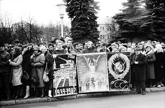 Singing Revolution - Lithuanian people in Šiauliai (Gorbachev visit, 1990)