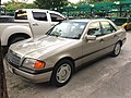 1994-1995 Mercedes-Benz C200 (W202) Sedan (15-11-2017) 01.jpg