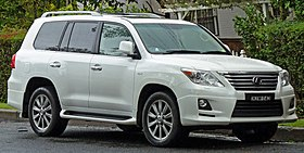 2008-2011 Lexus LX 570 (URJ201R) Sports Luxury wagon (2011-04-28) 01.jpg