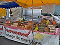 2010-Foire St Siffrein Stand fromage.JPG